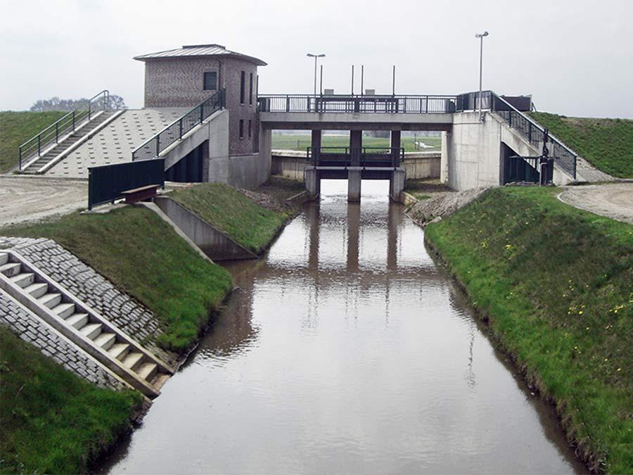 Auslaufbauwerk Delme am Hochwasserrückhaltebecken Delmenhorst / A28 in Schlutter
